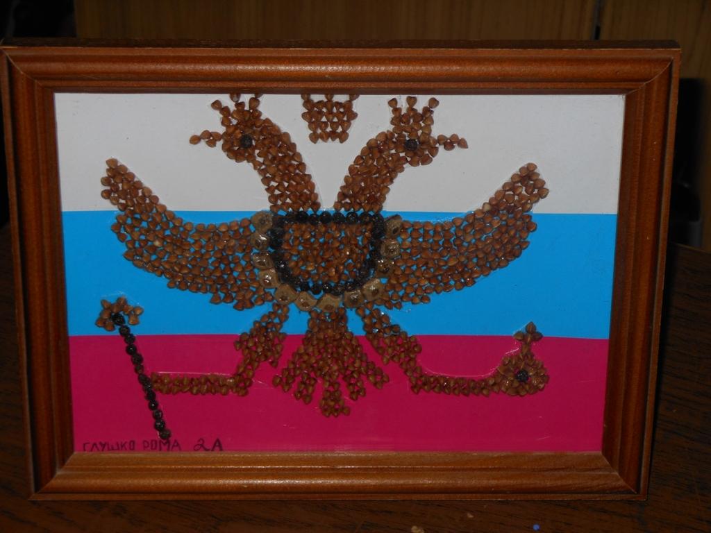 Поделка российский флаг из крупы